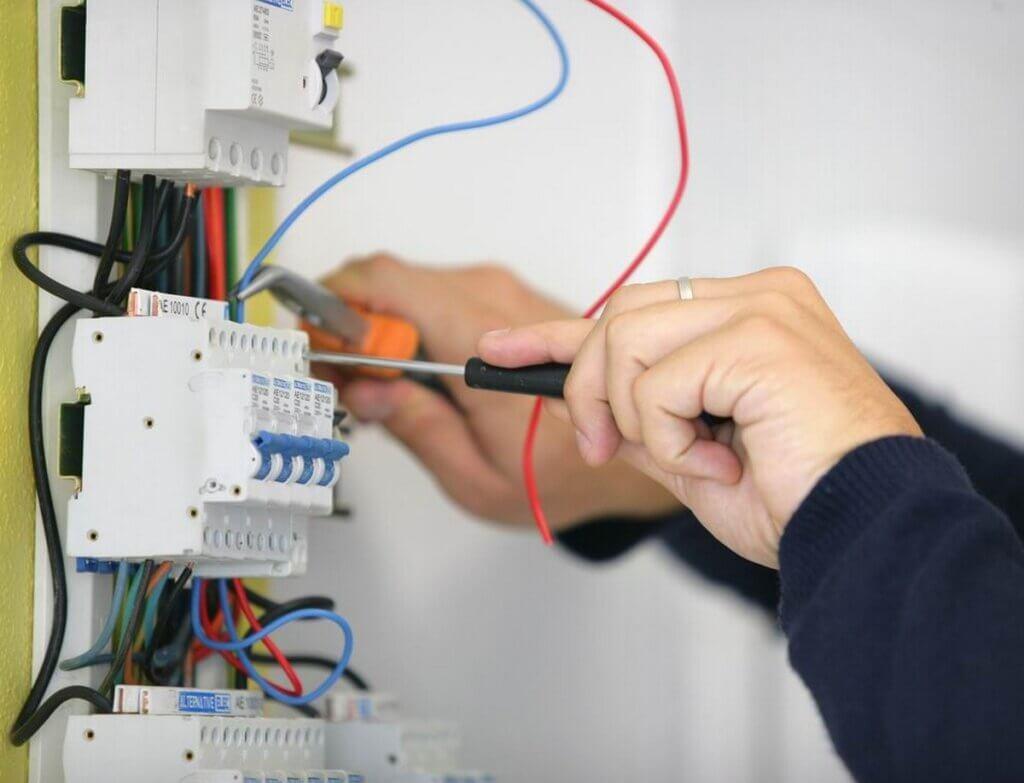 was verdient ein elektriker
